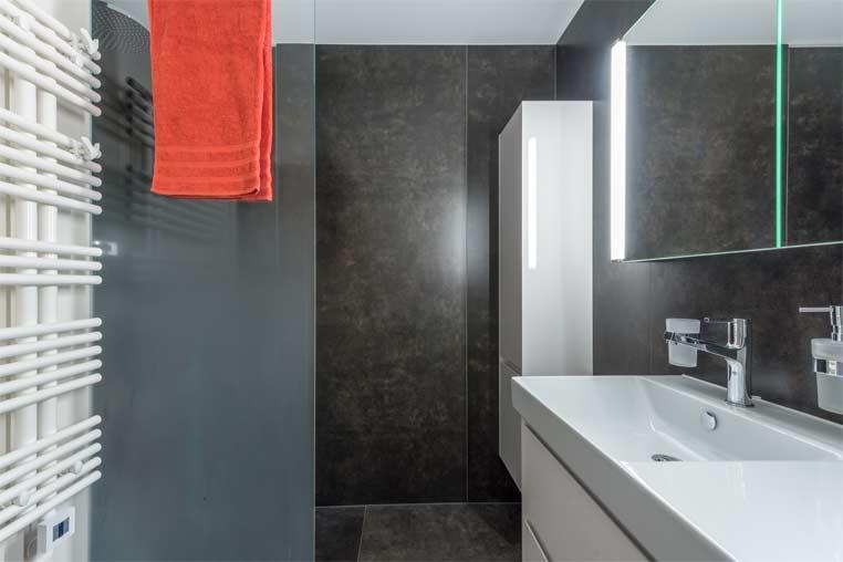 Gloor Worb – Bad-Sanierung mit Nasszelle und Handtuchradiator