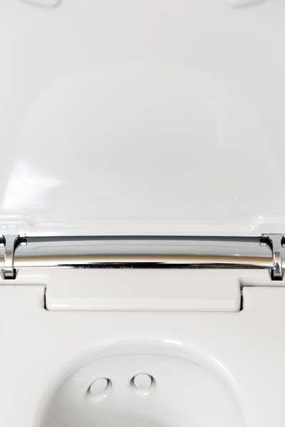 Gloor Worb – Keramik-Douche-WC mit Chromstahl-Armatur