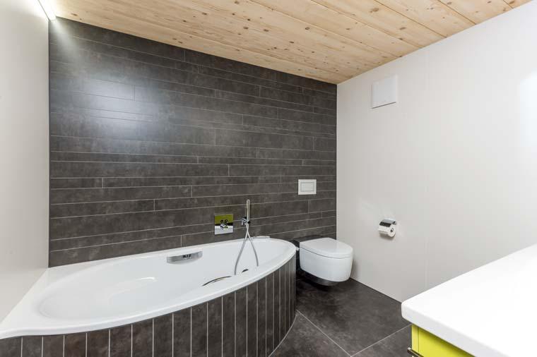 Gloor Worb – Raumsparende Bad-Erneuerung mit vielfältigen Materialien