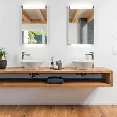 Gloor Gebäudetechnik – Komfort-Bad mit warmen Materialien