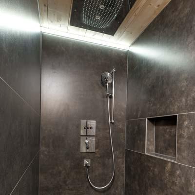 Gloor Gebäudetechnik – Nasszelle mit trendiger Regendusche