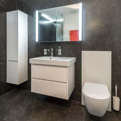 Gloor Gebäudetechnik – Raumsparende Bad-Sanierung mit Monolith-Sanitärmodul