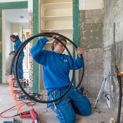 Gloor Gebäudetechnik – Sanitärinstallations-Team beim Umbau