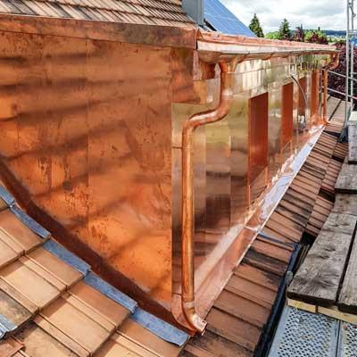 Gloor Gebäudetechnik – Spenglerei – Kupferhülle für Lukarne und Dachrinne Mobile