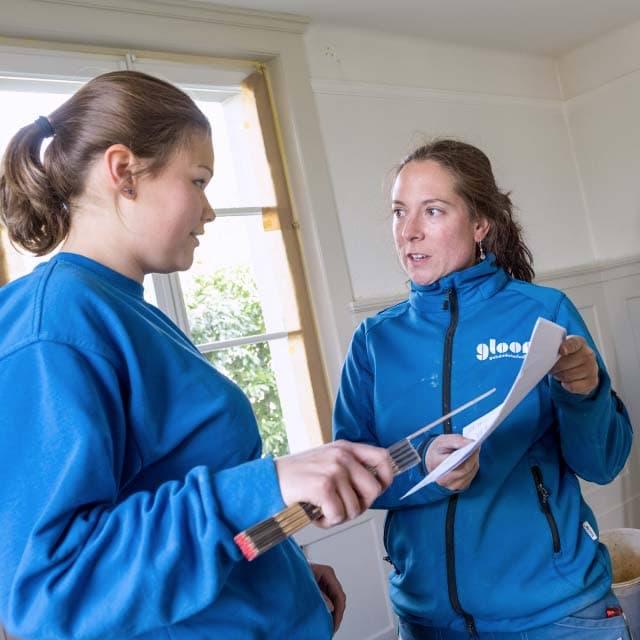 Bild Ausbildnerin Daniela Gloor mit Sanitaerinstallateurin-Lernender