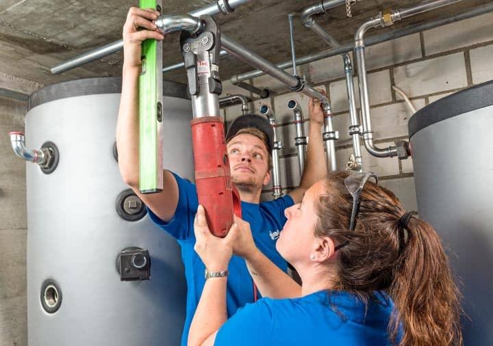Heizungsintallation Warmwasserspeicher im Keller – Gloor Gebäudetechnik